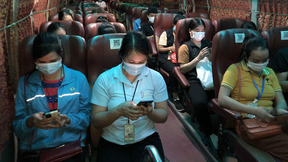 Shuttle buses ensure workers' safety