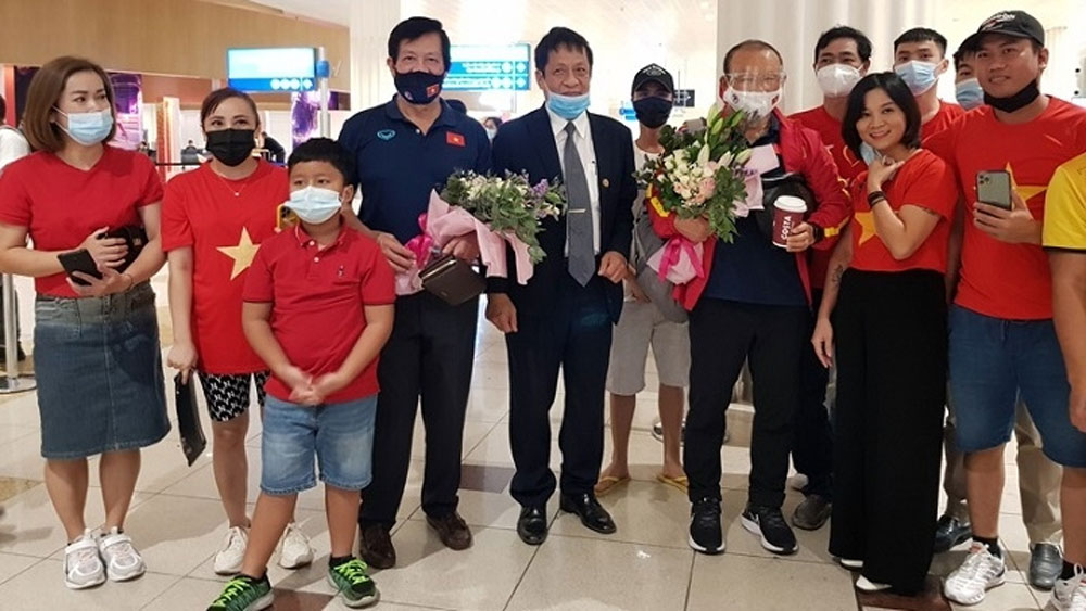National team arrive in UAE, ready for clash with China