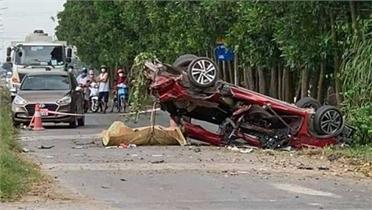 Bắc Ninh: Ô tô con biến dạng sau tai nạn, một Youtuber nổi tiếng tử vong
