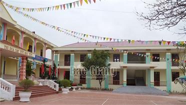 Tháo gỡ khó khăn khi chuyển lớp lẻ về điểm trường chính ở xã Vô Tranh (Lục Nam)