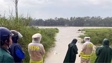 Một phụ nữ ở Quảng Nam bị nước lũ cuốn mất tích