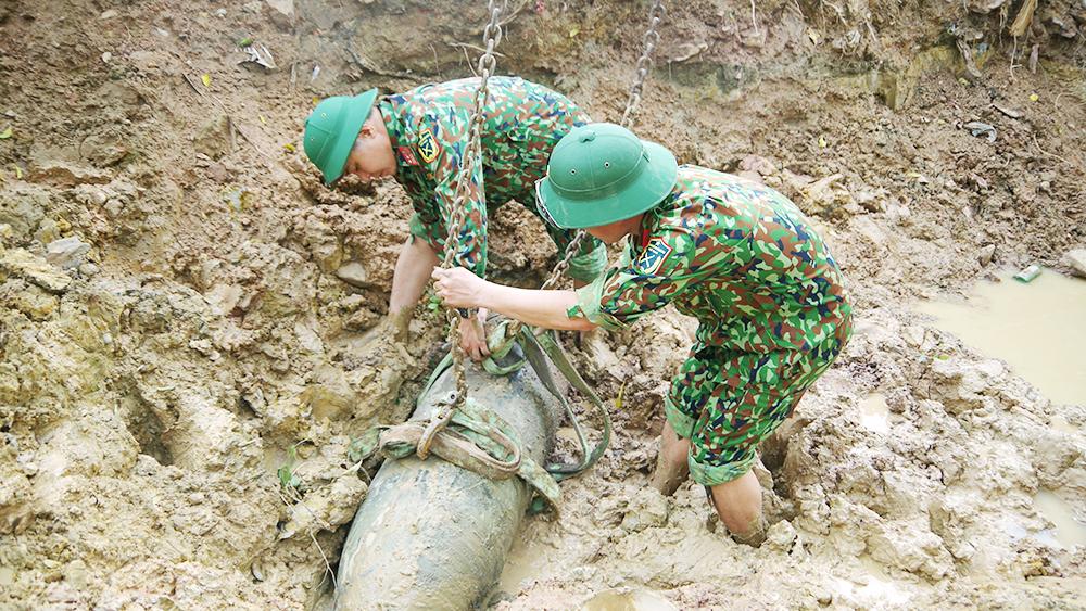 Bắc Giang: Hủy nổ thành công quả bom nặng 750 bảng Anh từ thời chiến tranh