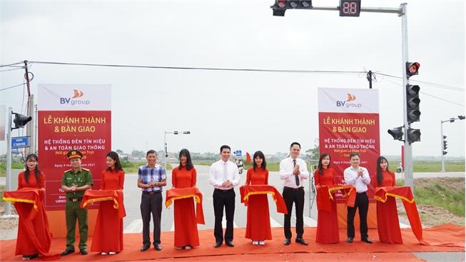 Tập đoàn BV Group bàn giao hệ thống đèn tín hiệu và ATGT cho huyện Hiệp Hòa