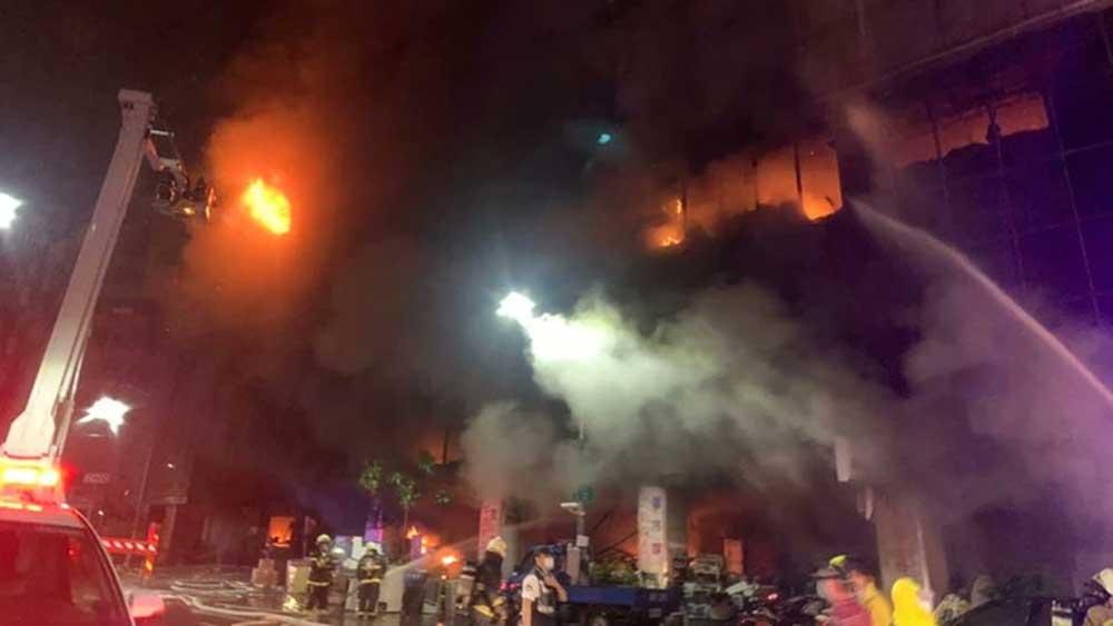 Chung cư Đài Loan (Trung Quốc) bốc cháy dữ dội, 25 người chết