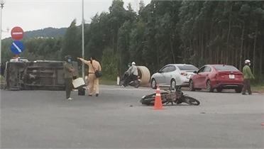 Liên tiếp xảy ra va chạm giao thông tại ngã tư Trường Chinh - Nguyễn Thị Minh Khai