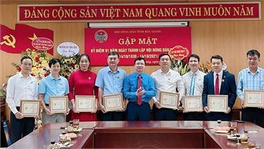 """Bắc Giang: Trao Kỷ niệm chương """"Vì giai cấp nông dân Việt Nam"""""""
