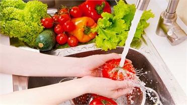 Rửa hoa, quả và rau sống đúng cách