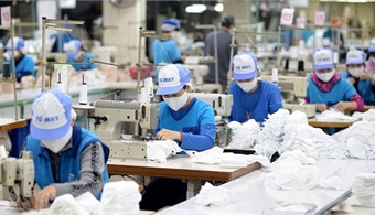 Big garment makers see stable orders, want to hire more workers