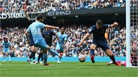 Đội hình hai giúp Man City đuổi sát Liverpool