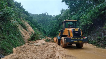 Quảng Bình: Mưa lũ chia cắt nhiều tuyến đường giao thông
