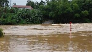 Nhiều người ở miền Trung mất tích do mưa lũ