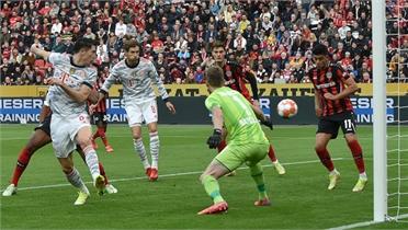 Bayern ghi 4 bàn trong 7 phút