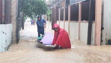 Miền Trung: Hơn 1.000 ngôi nhà bị ngập, ba người mất tích