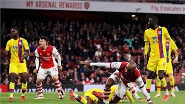 Arsenal thoát thua phút bù giờ