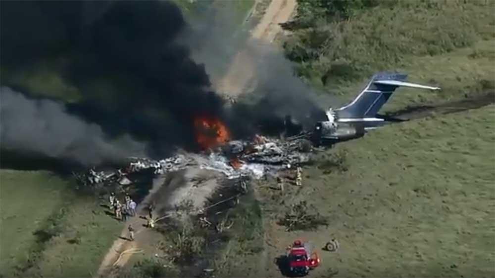Máy bay Mỹ cháy rụi, 21 người thoát chết kỳ diệu