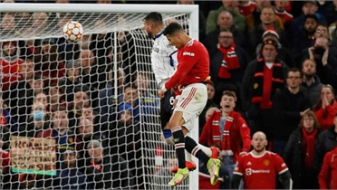 Ronaldo giúp Man Utd thắng ngược