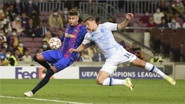 Gerard Pique giúp Barca hạ Dinamo Kyiv ở bảng E Champions League