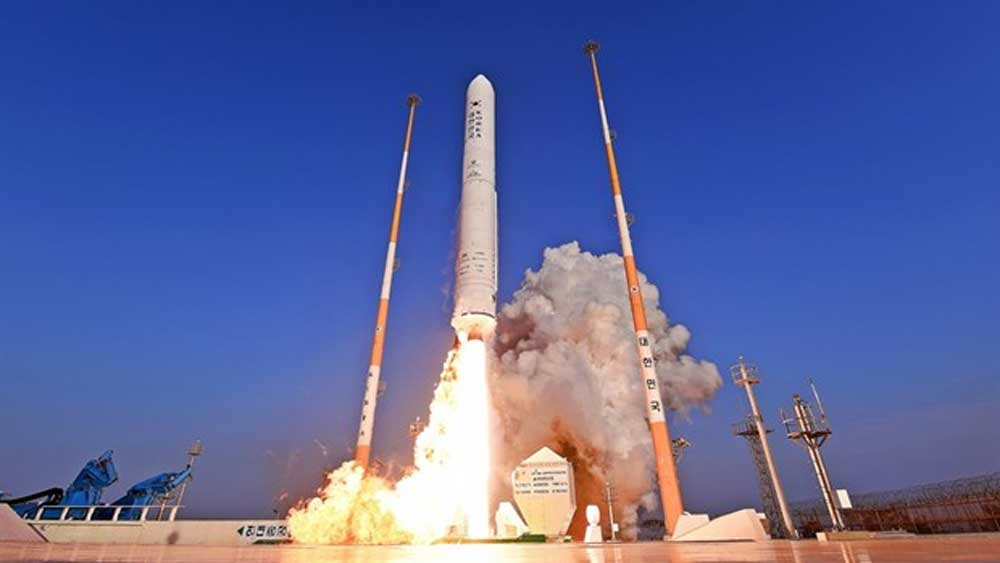 Hàn Quốc phóng tên lửa đầu tiên phát triển hoàn toàn trong nước