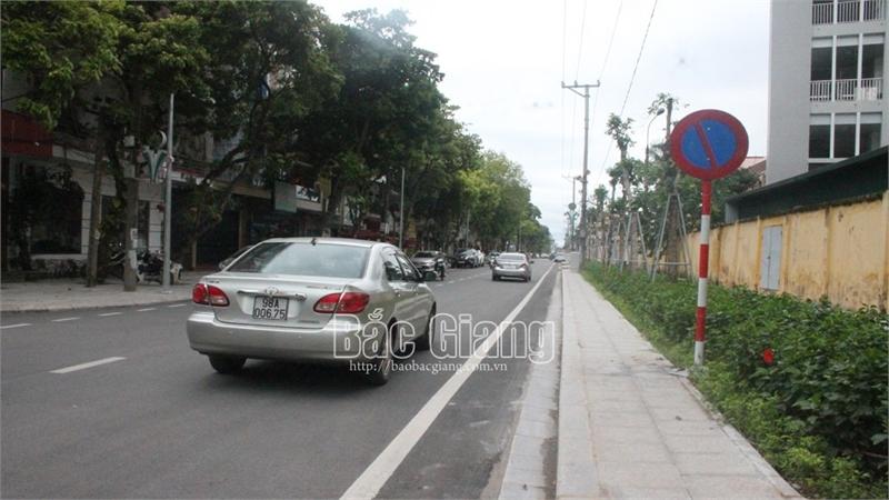 TP Bắc Giang: Đặt thêm biển báo cấm dừng, đỗ xe trên 3 tuyến đường