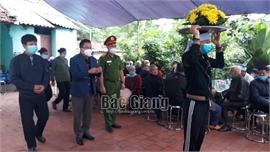Hỗ trợ đột xuất gia đình nạn nhân vụ trọng án ở xã Tân Thanh