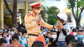 Hướng dẫn kỹ  năng tham gia giao thông cho trẻ em