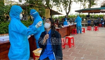 Secretary of provincial Party Committee urges activating anti-epidemic measures in Viet Yen