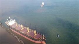 Tạm dừng cứu hộ tàu nước ngoài bị mắc cạn ở vùng biển Quảng Trị